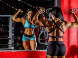 Bodybuilderin mit Super-Body